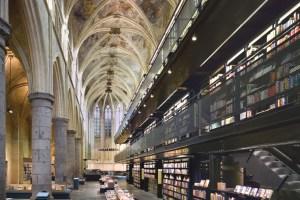 Книжковий магазин у покинутій церкві