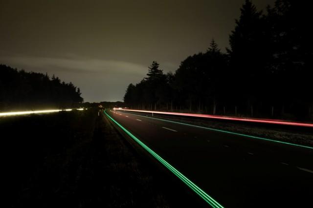 2 Glowing Lines Roosegaarde