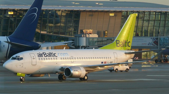 Brussels_airport_air_baltic_03