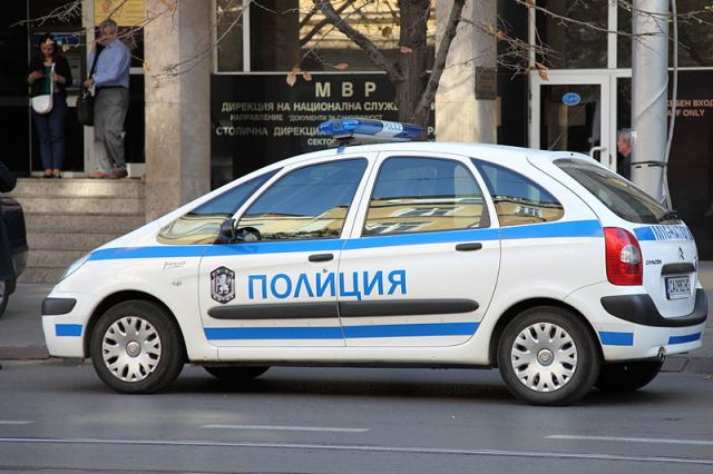 800px-Polizeiauto_in_Sofia_Renault_2012_PD
