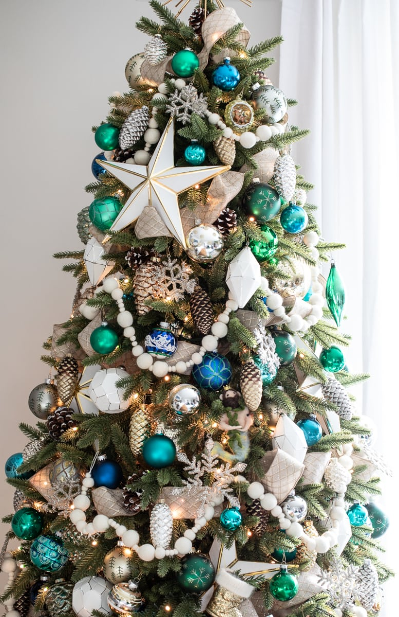 Blue, Green, and White Living Room Christmas Tree #christmastree #christmas #holiday #tree #decor #decorating #livingroom #christmasdecor