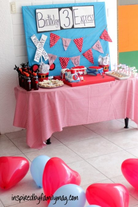 train party dessert table