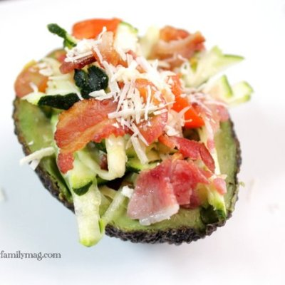 Avocado Salad Bowls: Bacon, Zucchini and Tomato