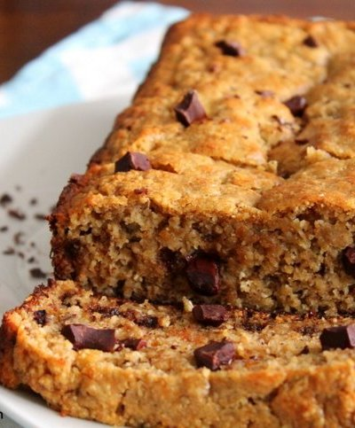 Chocolate Chunk Peanut Butter Banana Bread {Healthy}
