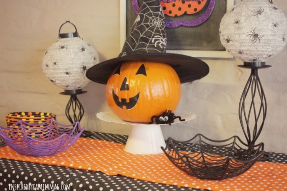h-ween-party-decor
