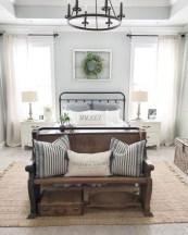 48+ beautiful Farmhouse Style Master Bedroom Ideas 34