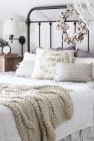 48+ beautiful Farmhouse Style Master Bedroom Ideas 44
