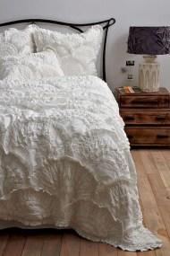 48+ beautiful Farmhouse Style Master Bedroom Ideas 46