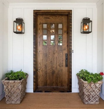 25+ Awesome Farmhouse Exterior Front Door Ideas (27)