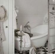 25+ Beautiful Shabby Chic Romantic Bathroom Ideas (16)