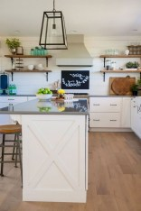 50+ Amazing Modern Farmhouse Kitchen Cabinets Decor Ideas 15