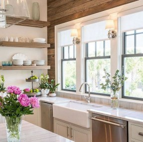 75+ Rustic Farmhouse Style Kitchen Makeover Ideas 29