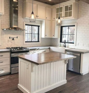 75+ Rustic Farmhouse Style Kitchen Makeover Ideas 60