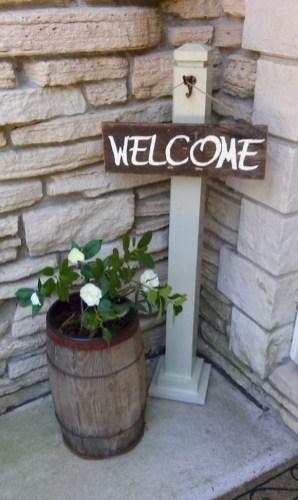 Astonishinh Farmhouse Front Porch Design Ideas 16