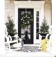 Astonishinh Farmhouse Front Porch Design Ideas 19