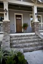 Astonishinh Farmhouse Front Porch Design Ideas 32