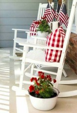 Astonishinh Farmhouse Front Porch Design Ideas 38
