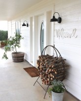 Astonishinh Farmhouse Front Porch Design Ideas 62