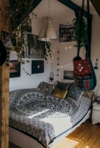 30+ Stunning Bohemian Bedroom Decor For Small Space (5)