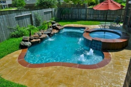 33+ Wonderful Small Backyard Ideas With Swimming Pool Design (19)