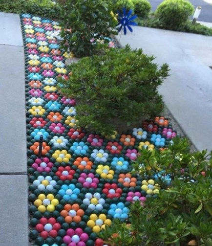 53+ Beautiful DIY Outdoor Garden Crafts Ideas to Make Your Garden More Beautiful (39)