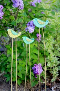 53+ Beautiful DIY Outdoor Garden Crafts Ideas to Make Your Garden More Beautiful (48)