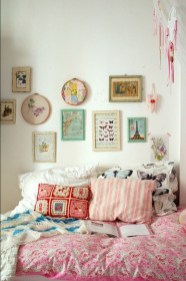 58+ Awesome Granny Chic Ideas for First Apartment Decorating On A Budget (19)