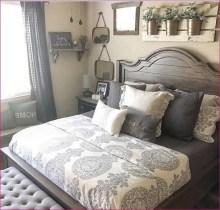 58+ Rural Farmhouse Style Bedroom Decorating Ideas (58)