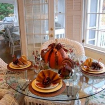 28+ Inspiring Turkey Decor Ideas for Your Thanksgiving Table (5)