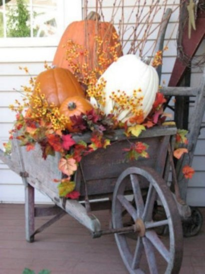 28+ Inspiring to Decorate Garden Carts for Fall (20)