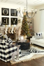 93+ Comfy Apartment Living Room in Black and White Style Ideas (23)