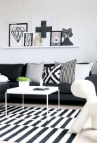 93+ Comfy Apartment Living Room in Black and White Style Ideas (38)