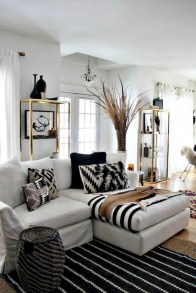 93+ Comfy Apartment Living Room in Black and White Style Ideas (41)