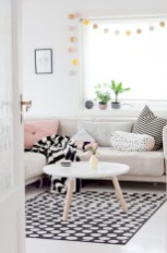 93+ Comfy Apartment Living Room in Black and White Style Ideas (46)
