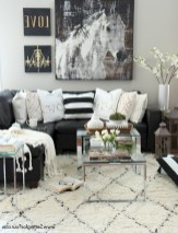 93+ Comfy Apartment Living Room in Black and White Style Ideas (63)