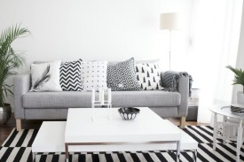 93+ Comfy Apartment Living Room in Black and White Style Ideas (7)