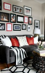 93+ Comfy Apartment Living Room in Black and White Style Ideas (77)