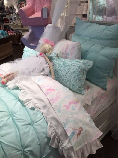 36+ Sweet Mermaid Themes Bedroom Ideas For Your Children (38)