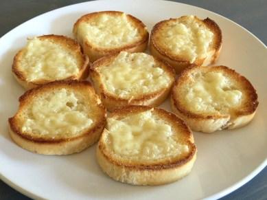 Simple Double Tomatoe Bruschetta Toasts