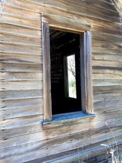 Abandoned Wooden Farmhouse on US97 Washington