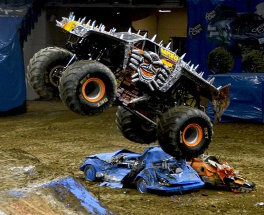 Monster Jam Monster Truck MAX-D Smashing Cars