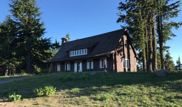 Historic Buildings at Crater Lake Lodge