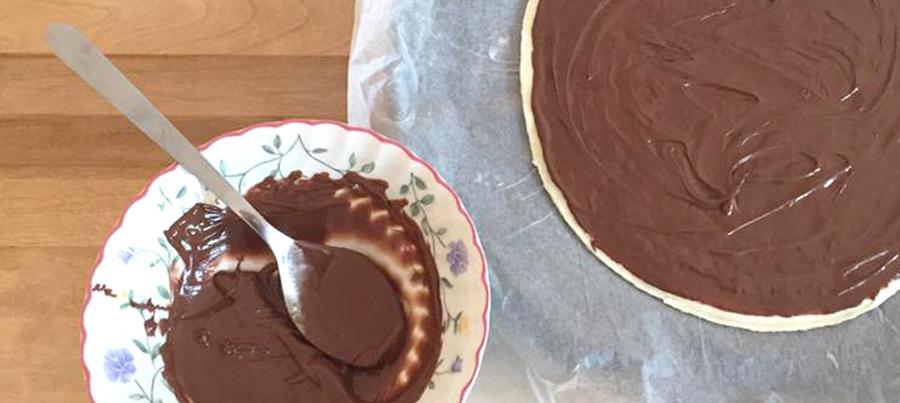 christmas-snowflake-chocolate-pastry-dessert-recipe-baking-layer-spread