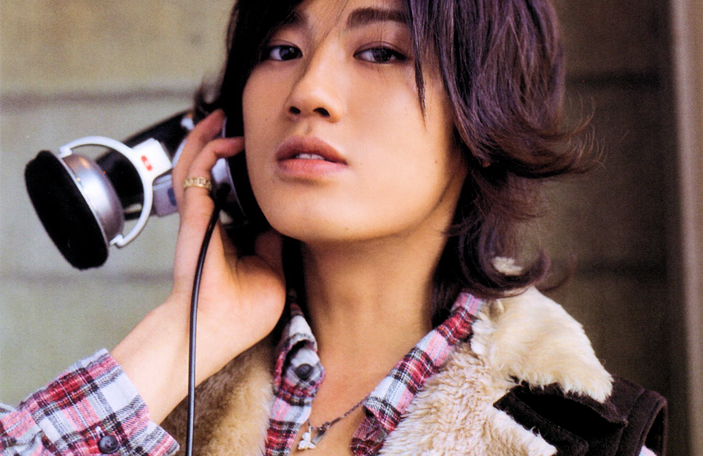 Akanishi Jin using headphones wrong