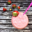 Raw vegan jordgubbsmilkshake