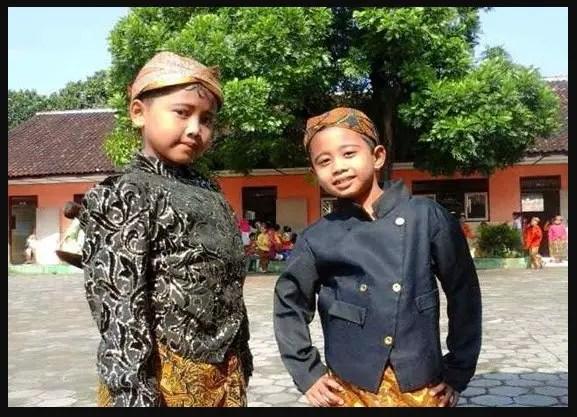pakaian adat Sunda, pakaian adat Jawa Barat, baju adat Sunda, pakaian daerah Sunda, nama pakaian adat Sunda, pangsi, baju adat Jawa Barat, adat Sunda,baju pengantin adat Sunda, nama pakaian adat Jawa Barat, pakaian adat sunda untuk anak-anak