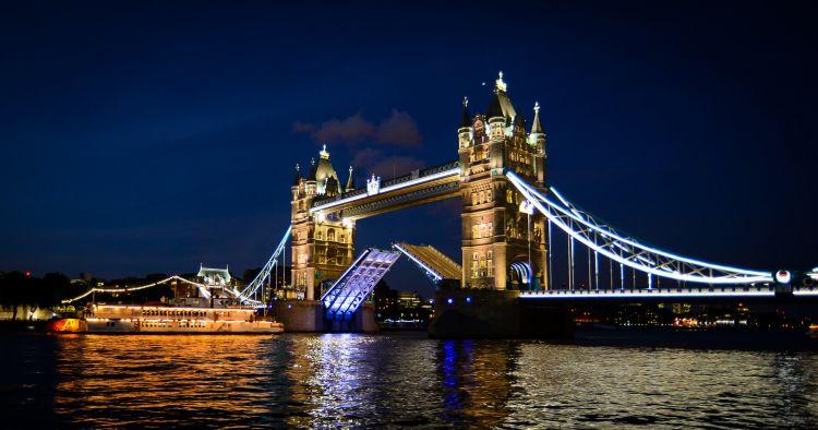 tempat wisata di inggris Tower Bridge