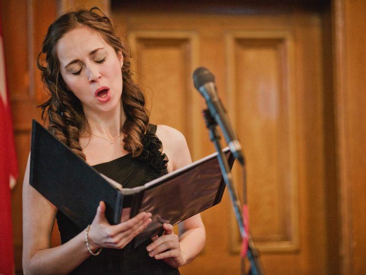 jenis suara manusia penyanyi mezzosoprano