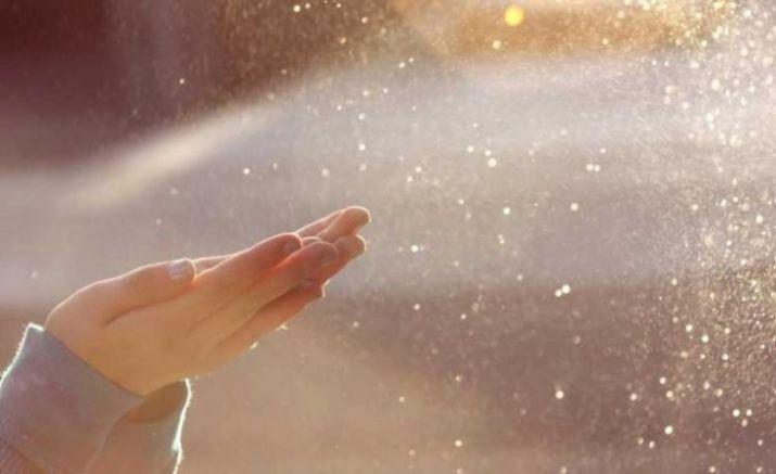 gambar tangan dengan embun air