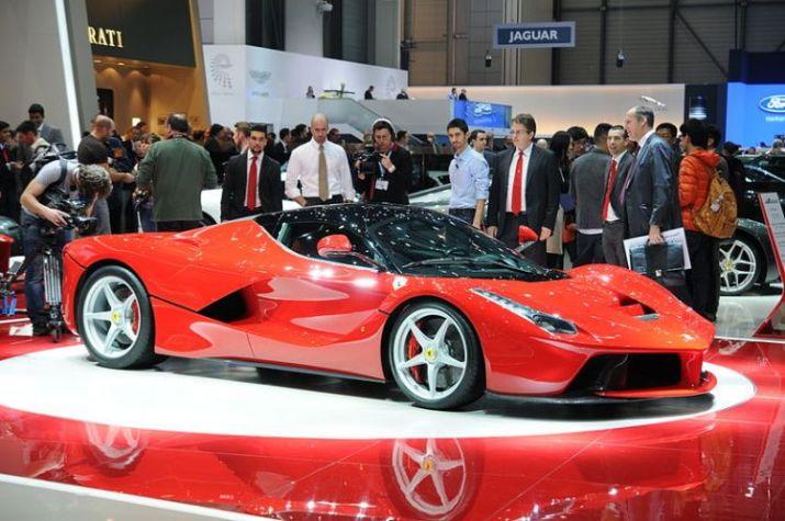 800px-2013-03-05_Geneva_Motor_Show_8275